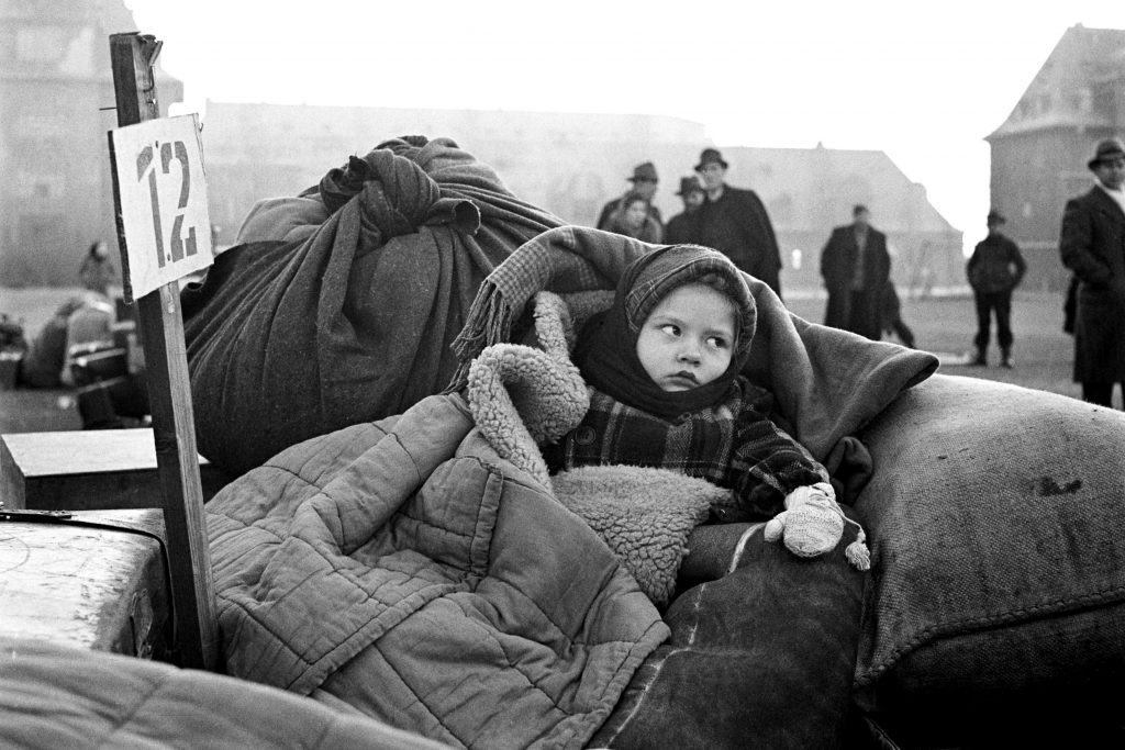 1946 A displaced child hotgraphed in the aftermath of World War II