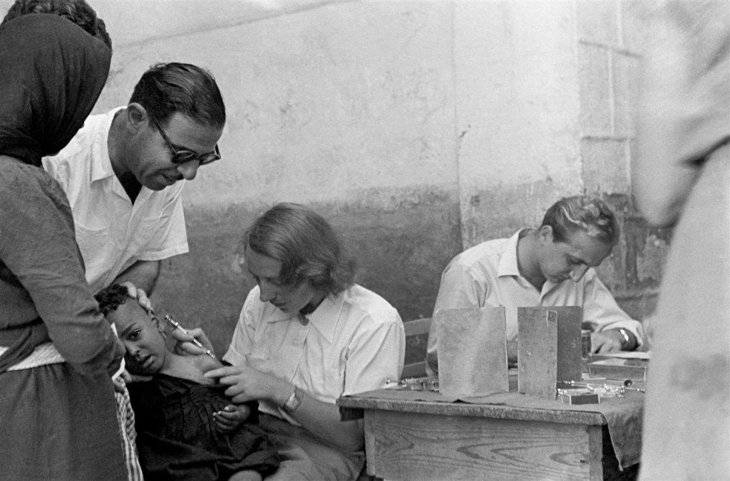 unicef vaccinating children in Lebanon 1950