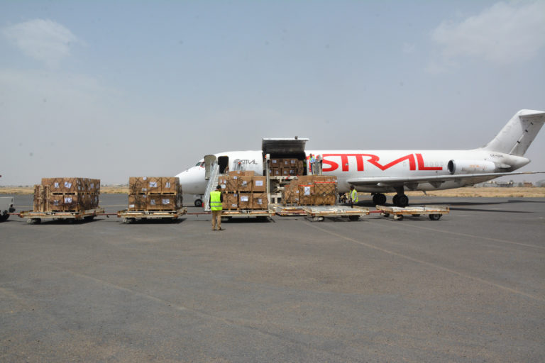 Cholera response: UNICEF airlifts supplies to Yemen